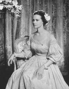 Wedding portrait of Gloria Vanderbelt, August 28, 1956. She's even got such an independent twist on style here!