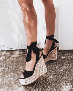 These Cute Platform Sandals Will Complete Your Summer Wardrobe J'aime les sandales plates-formes mignonnes comme celles-ci! Crazy Shoes, Me Too Shoes, Shoe Closet, Summer Shoes, Summer Sandals, Spring Shoes, Winter Shoes, Summer Wear, Summer Outfit