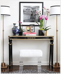 Interior: Old Hollywood decor - Style At Home Entrance Table Decor, Entryway Tables, Table Decorations, Console Tables, Entryway Decor, Entry Hallway, Sofa Tables, Entrance Hall, Entryway Closet