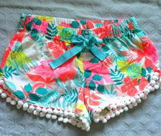 SaSea Decor: DIY Pom Pom Tropical Shorts