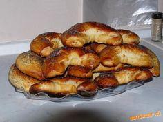Dáme do domácí pekárny tak,jak jsou přísady psané,ale lze vše zadělat i ručně nebo pomocí mixéru a h...