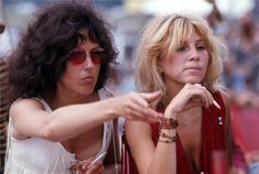Grace Slick with Sally Mann behind the stage at Woodstock - Aug 1969 -- Sally was a Jefferson Airplane 'friend' and eventually married drummer Spencer Dryden the year after Woodstock in 1970 1969 Woodstock, Woodstock Hippies, Woodstock Music, Woodstock Festival, Grace Slick, Monterey Pop Festival, Rock And Roll History, Michelle Phillips, Jefferson Airplane