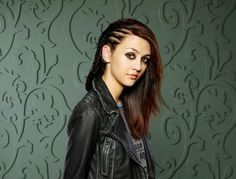 Rebecca Sutter (Katie Findlay)I want to learn to do my hair like this!!!