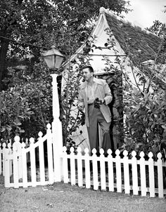30 Stunning Photos From Inside Walt Disney's House (And More Fascinating Disney Secrets)