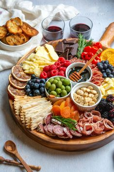 Party Food Platters, Food Trays, Cheese Platters, Charcuterie Recipes, Charcuterie And Cheese Board, Cheese Boards, Crudite, Antipasto Platter, Superfood