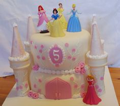 Princess Birthday Cake Aaawwwe that would be so cute for my nieces !!! They're princess addicts !! <3