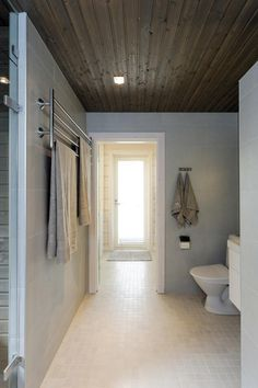 Kontio Laajaranta, kohde numero 14 / Decor that would work in a beach house Bathroom Styling, Decor, Laundry In Bathroom, Home, Log Homes, Framed Bathroom Mirror, Renovations, Beautiful Living, Bathroom Mirror