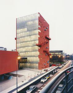 Gallery of IULM_Milan / 5+1AA Alfonso Femia Gianluca Peluffo - 1