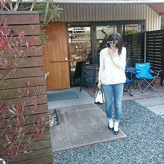 morimori_yuko88*2016/03/05  今日は暖かいですね☀ . 昨日買ったバレエシューズ、定番のデニムに合わせてみました。 私の足、甲高です… .  #シンプルコーデ#シンプル #カジュアルコーデ#カジュアル #今日のコーデ#今日の服 #ザラ#ZARA#zara#デニム#トップス #エルエルビーン#LLBean#llbean#ミニ#ブラック #farfalle#ファルファーレ#バレエシューズ#ネイビー