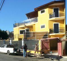 Esta linda casa com 3 pavimentos 3 qts, suite, sl, coz, a.s, lavanderia, a. gourme, garagem 2 carros + 1 ponto comercial (prox. Bosque Ype) Novissima , Impecavel - por apenas R$590.000,00