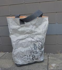 """Letzte Woche erzählte mir meine liebe Blogkollegin Kasia, dass sie von Snaply ein Materialpaket erhalten habe mit einem neuen Produkt, das ab dem 7.7.2015 auf www.snaply.de erhältlich ist. Es handelt sich hierbei um ein neuartiges Papier in Lederoptik, welches sich vernähen, besticken, bedrucken und auch prägen lässt. """"Jutta, das ist was für dich, das musst du unbedingt testen und was damit ma ..."""