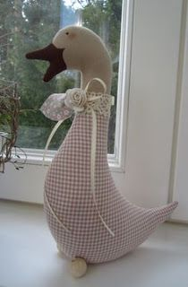 Farm Crafts, Diy Home Crafts, Diy Craft Projects, Easter Crafts, Sewing Crafts, Sewing Projects, Crafts For Kids, Fabric Toys, Fabric Birds