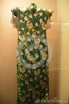 This piece of Manchu clothing, we call it `Chinese dress`, is handed down from the Qing Dynasty to the clothing style, but also can represent the Chinese women`s clothing model. It is the Qing Dynasty clothing collection at the capital museum.