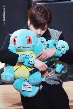 Just a slight chance Jackson loves squirtle Youngjae, Got7 Yugyeom, Mark Bambam, Got7 Jackson, Jackson Wang, Jaebum, Jinyoung, K Pop, Nct