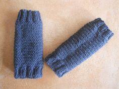 petites guêtres pour ma fifille!!!! - bricoles et talons aiguilles point mousse et jersey Stilettos, Esty, Crochet Baby, Lana, Point Mousse, Baby Kids, Gloves, Knitting, Patterns