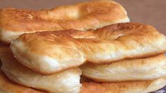 Délicieux beignets au yaourt faciles et légers - Recettes Faciles Bagel, Biscuits, Bread, Food, Mardi, Discovery, Yogurt, Crack Crackers, Cookies