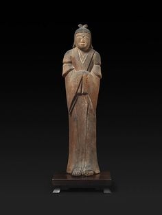 Female Shinto Deity Period:Heian or early Kamakura period Date:ca. Culture:Japan Medium:Wood with traces of color Dimensions:H. 38 in. Japanese Culture, Japanese Art, Japanese Buddhism, Kamakura Period, Asian Sculptures, Classic Image, Chinese Art, Deities, Metropolitan Museum