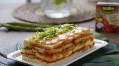 Aprende a preparar una deliciosa receta de Pastel de Verano con tomate.Una receta fácil y riquísima que gustará a todos tus comensales. Pequeños gestos, gran...