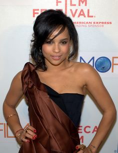 Zoe Kravitz, Lisa Bonet and Lenny Kravitz daughter Zoe Kravitz, Zoe Isabella Kravitz, Lucy Liu Bikini, Hair Color Guide, Celebrity Hair Colors, Lisa Bonet, Black Actresses, Cute Cuts, Celebs