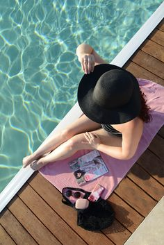 ROXANE - Travel: Pool time in the Provence. What more do you need than a pool, a magazine, great music and the sun? Net Bag, Provence, Bathing Suits, Chloe, Zara, Magazine, Sun, Music, Musica