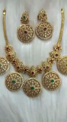 Bridal Party Jewelry, Silver Wedding Jewelry, Bridal Bangles, Silver Jewelry, Indian Gold Jewellery Design, Wedding Jewellery Inspiration, Gold Models, Chocker, Siri