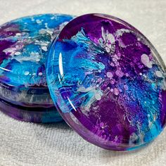 To my eyes these effects are mesmerising!  This set of 4 coasters are perfect.  Each one is slightly different which makes the group special.  Colors of blue, purple, and silver drift and dance delightfully throughout the resin creating this petri dish style. 💜 Resin Wall Art, Epoxy Resin Art, Diy Resin Art, Resin Artwork, Acrylic Resin, Resin Crafts, Wood Crafts, Diy Crafts, Balloon Arrangements