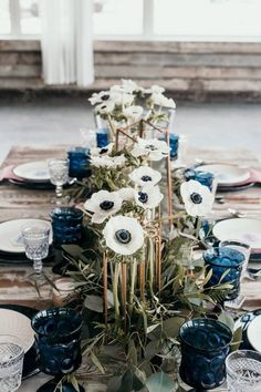 City Gardening Modern Jewel-Toned Wedding Inspiration via Rocky Mountain Bride. Florals by Garden City Floral in Missoula, Montana. - Jewel tones done right in this beautifully styled wedding! Jewel Tone Wedding, Wedding Colors, Wedding Flowers, Blue Wedding Centerpieces, Royal Blue Wedding Decorations, January Wedding, Montana Wedding, Deco Table, Decoration Table