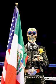 Mexico , en el ring de box , aquí sube esta calavera mariachi ...de cierta marca de cerveza.