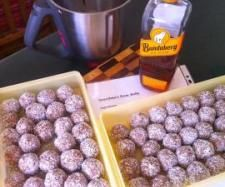 Recipe Grandma's Rum Balls by learn to make this recipe easily in your kitchen machine and discover other Thermomix recipes in Desserts & sweets. Christmas Truffles, Christmas Sweets, Christmas Cooking, Christmas Ideas, Christmas 2014, Sweets Recipes, Dog Food Recipes, Cooking Recipes, Grandma Cooking