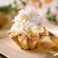 Coconut Cream Tarts with Macadamia Nut Crusts - 52 Delightful Spring Desserts - Southernliving. Recipe: Coconut Cream Tarts with Macadamia Nut Crusts The crisp, sturdy crust perfectly complements the creamy custard in these stellar tarts. Kokos Desserts, Coconut Desserts, Köstliche Desserts, Delicious Desserts, Dessert Recipes, Yummy Food, Dessert Healthy, Plated Desserts, Cupcake Recipes