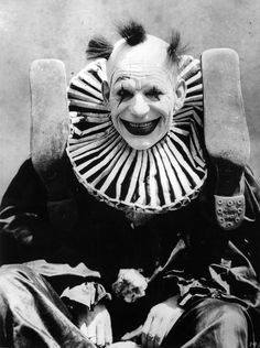 ☠ ☆‿⁀☆ ℌᎯ℘℘ƴ ℌᎯℓℓoᏇᙓᙓŋ! ☆‿⁀☆ ☠ ~ This playful clown from 1924. ~ Actor Lon Chaney is shown dressed as a clown for his role in the film 'He Who Gets Slapped' He just wants to play