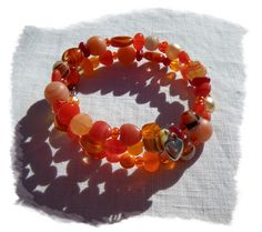 Bracelet en perles de verre orange sur fil mémoire à deux tours par Boutique Astrallia : http://www.alittlemarket.com/bracelet/fr_bracelet_en_perles_de_verre_orange_sur_fil_memoire_a_deux_tours_par_boutique_astrallia_-13397771.html