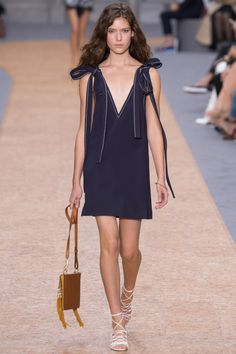 Chloé Spring 2016 Ready-to-Wear Collection Photos - Vogue  http://www.vogue.com/fashion-shows/spring-2016-ready-to-wear/chloe/slideshow/collection#9