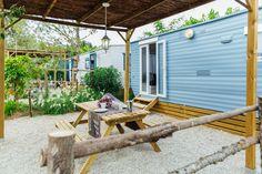 Mobil Home de alquiler en el camping situado en la Costa Dorada. Patio, Navy, Outdoor Decor, Home Decor, Single Beds, Single Wide, Camper Van, Photo Galleries, Hale Navy
