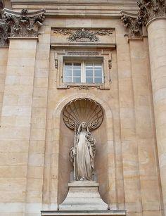 Sainte-Thérèse-d'Avila statue in facade of Église Val-de-Grâce, Paris, architect F. Mansart, 1634.