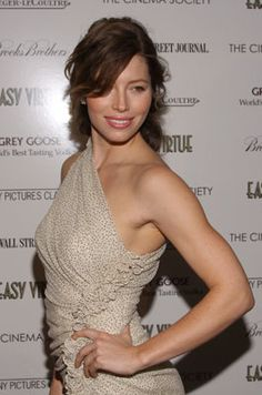 Jessica Biel Messy Hairstyles For Medium Haircut Kinds - Hair Types Jessica Biel, Jessica Chastain, Sexy Lingerie, Actress Jessica, Zoe Saldana, Medium Hair Cuts, Beautiful Actresses, Hot Actresses, Hollywood Actresses