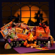 Great for scaring or sharing the Haunted Mansion Care Package will delight everyone on your list. All in tasty fun the Haunted Mansion care package includes everything they'll need for a ghoulishly delicious and fun filled night. Bear Halloween, Halloween Treats For Kids, Halloween Trick Or Treat, Halloween Candy, Halloween Gifts, Halloween Sweets, Spooky Treats, Happy Halloween, Manualidades