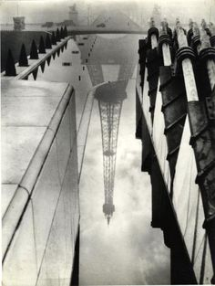 Pierre Auradon - Paris, reflection of the Tour Eiffel in the Palais de Chaillot fountain, ca 1950.