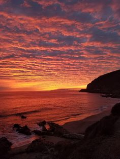 theencompassingworld:    Malibu Sunset  More of our amazing world  The Best of Bushcraft and Survival - http://ift.tt/2lhc8iK