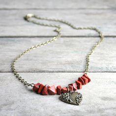 Collier Jaspe rouge et coeur fantaisie sur chaîne couleur bronze - Collier pierres gemmes - Bijou saint valentin : Collier par joaty