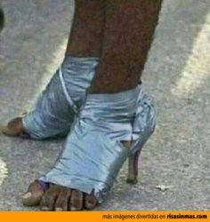 Moda: Zapatos de cinta adhesiva.