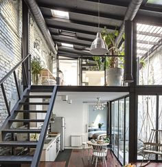 This loft interior combines modern delights with rustic sensibilities. With this…