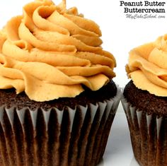 This creamy, flavorful Peanut Butter Buttercream Frosting Recipe is AMAZING with chocolate cakes and cupcakes! SO simple to make! Recipe by My Cake School. Peanut Butter Buttercream Frosting Recipe, Italian Buttercream, Frosting Recipes, Cake Recipes, Dessert Recipes, Butter Icing, Chocolate Cakes, Chocolate Recipes, Jam Cookies
