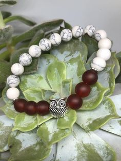 Kleine Eule   Etsy Stone Beads, Glass Beads, Owl Bracelet, Little Owl, Frost, Etsy, Red, Semi Precious Beads, Crystal Beads