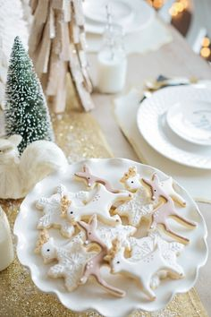 Raindear Christmas cookies, darling and would be beautiful on silver platter