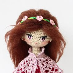 Amigurumi doll with flowers in her hair. (Inspiration).