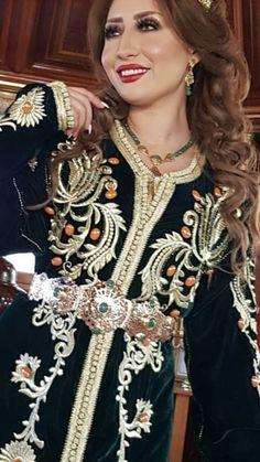 beautiful Ibtisam Tiskat.. Le caftan est le vêtement qui