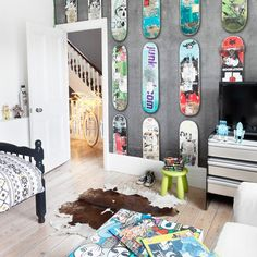 Cool boys' bedroom with skateboard theme