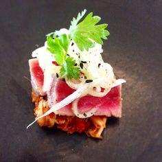 Tuna Tataki with Cabbage Kimchi #tuna #tunasalad #tunas #tunafish #fish #tataki #tunatataki #japanese #japanesefood #kimchi #korean #koreankimchi #asianfood #asiantwist #amusebouche #canape by kitchen_workshop