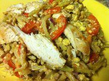 pad thai on brocoli slaw Asian Recipes, Healthy Recipes, Ethnic Recipes, Healthy Meals, Paleo Pad Thai, Broccoli Slaw, Spaghetti Squash, Dinner Tonight, Noodles